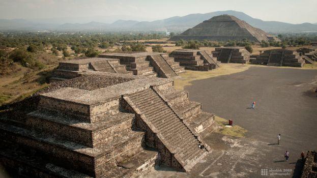 Aztec Warrior clipart teotihuacan #11