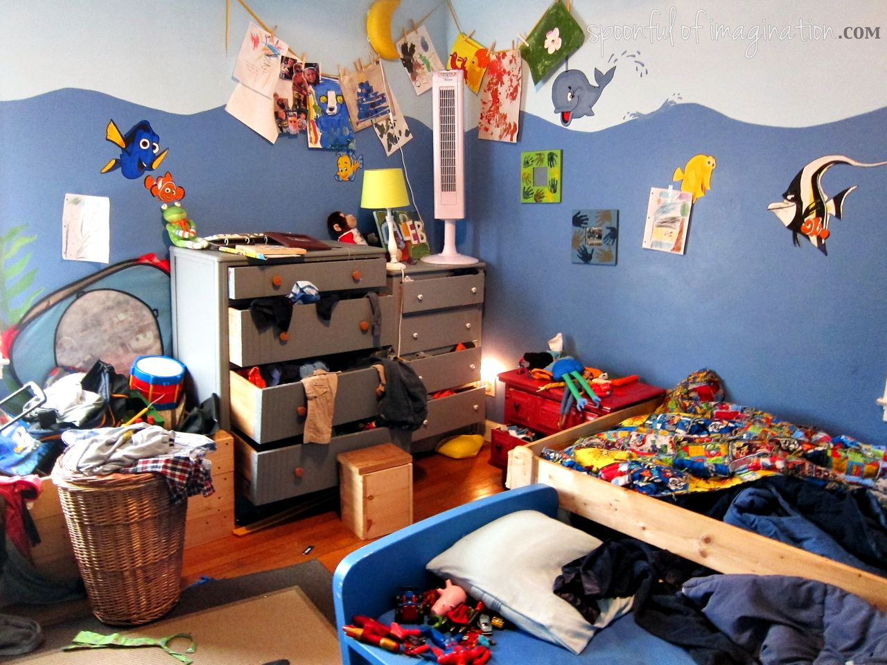 Room clipart cluttered room #6