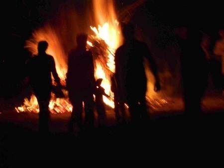 Camp Fire clipart holi At Just #KamiyaSindoor Happy service