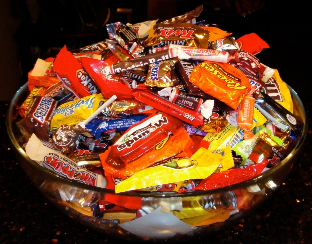 Candy Bar clipart bowl candy — Bowl Candy Halloween Candy