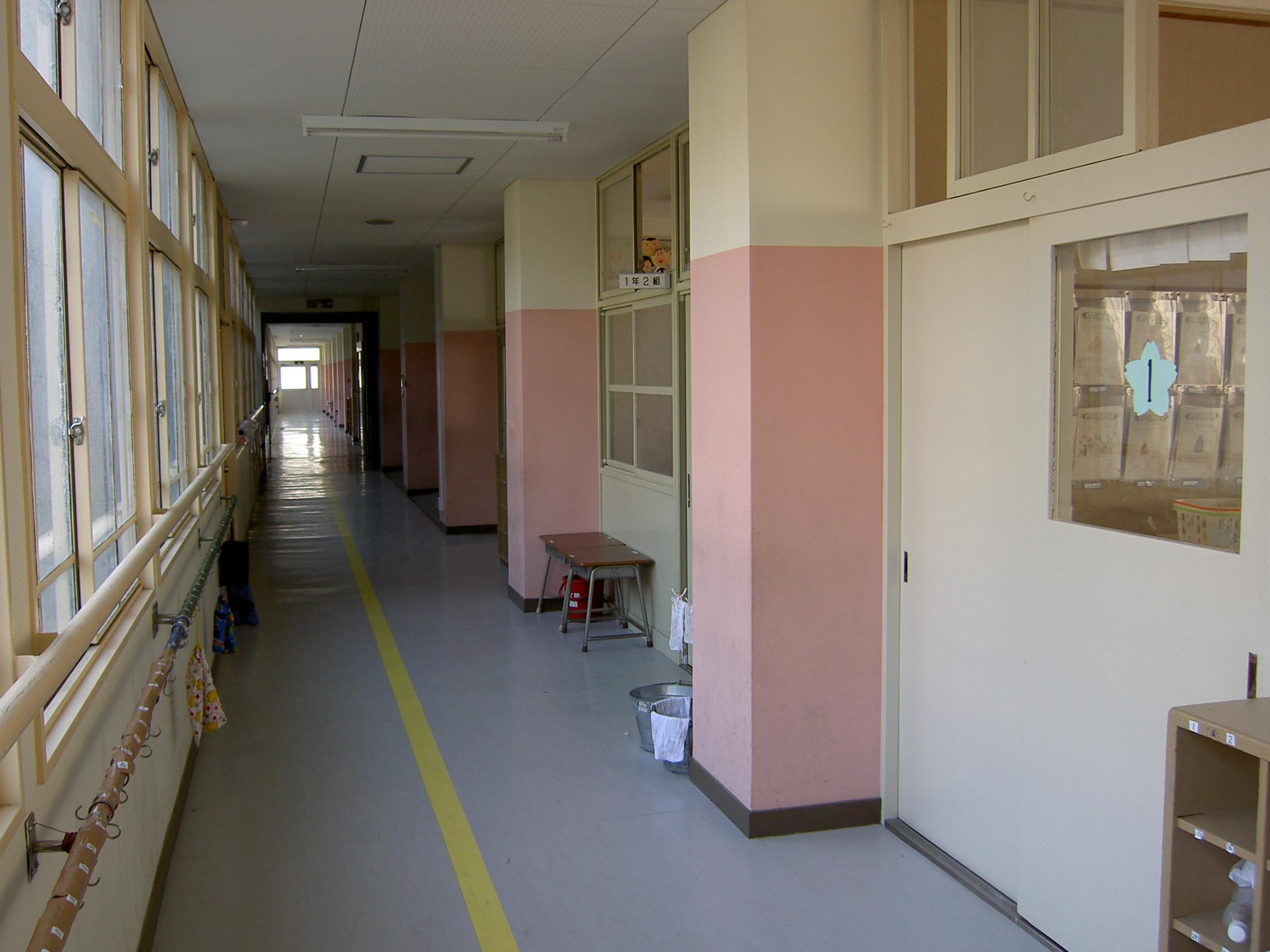 Corridor clipart classroom Elementary classroom File:Hirakata city a