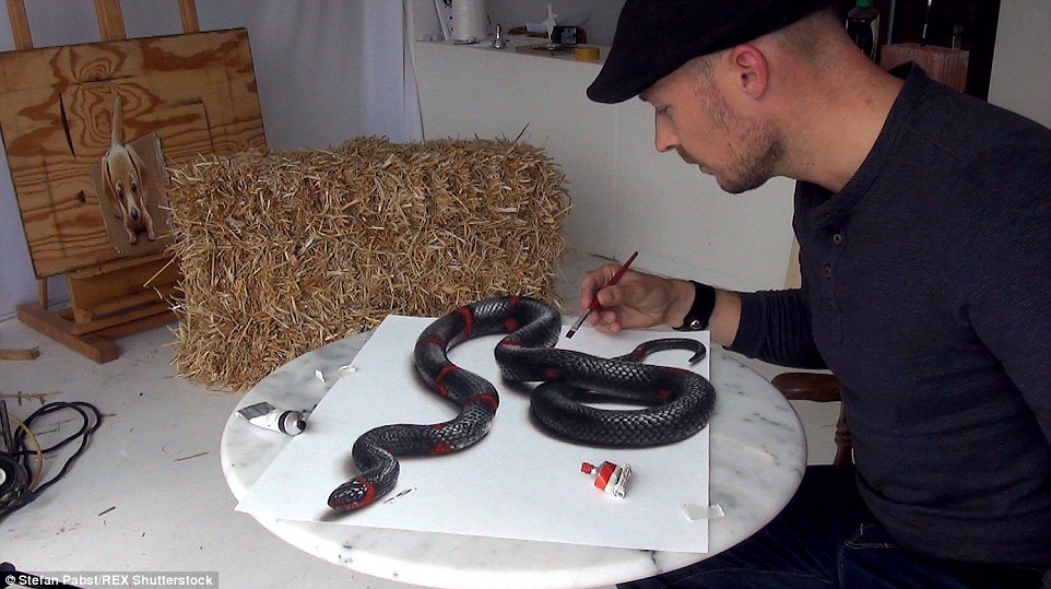 Drawn 3d art snake That leave touch from will