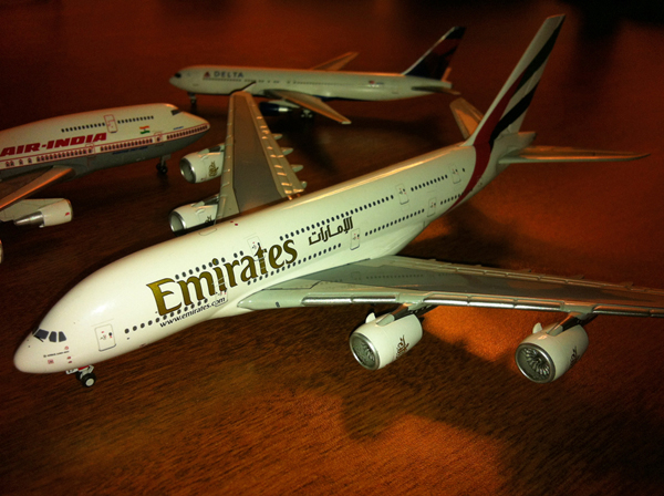 Drawn aircraft emirates One Diecast Percent Model Emirates
