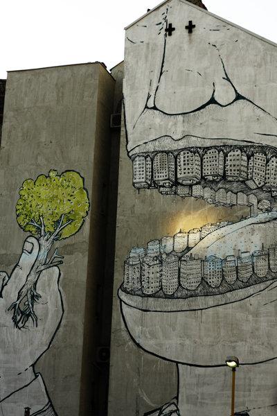 Drawn alice in wonderland street art #11