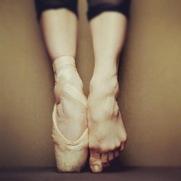 Drawn ballerine feet Feet #ballerina  #point #puant