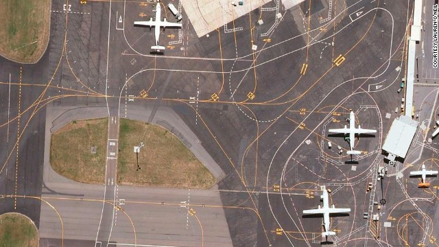 Drawn brds airport Are to runways how them