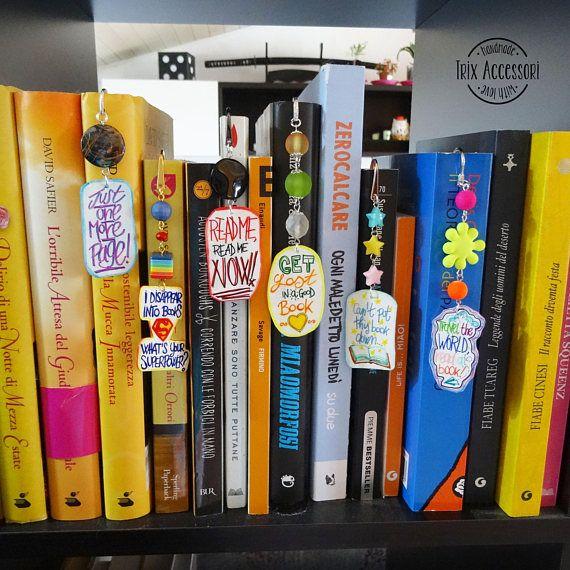 Drawn bookcase funny Segnalibri libri in lettering mano