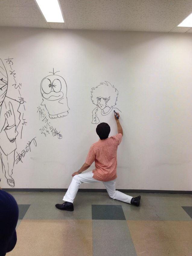 "Drawn bulding  graffiti  Shogakukan ""Big walls walls"