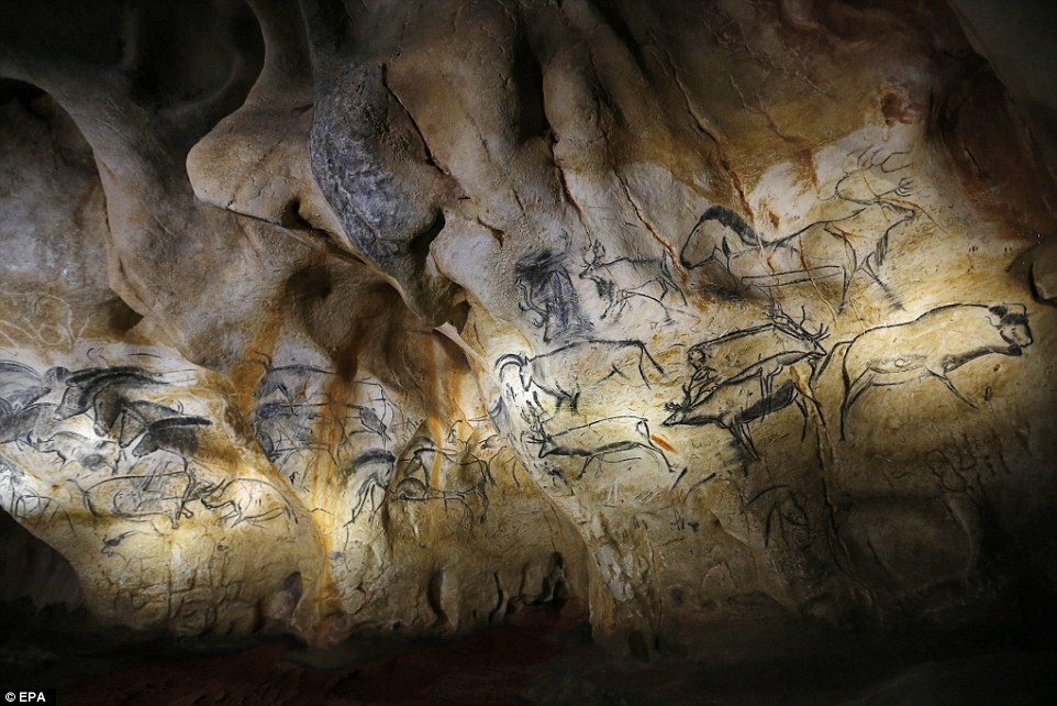 Drawn cave Replica Caverne of looks beasts