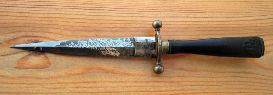 Drawn dagger military knife Knife