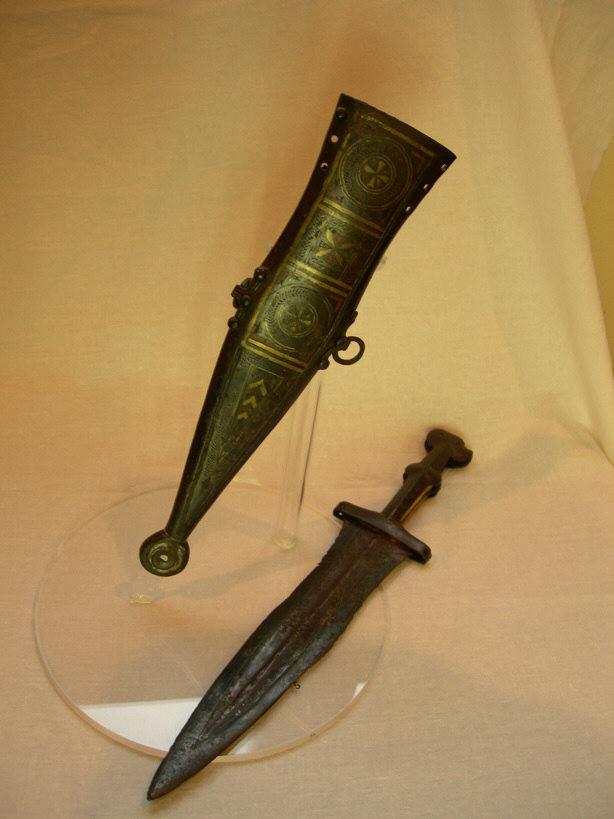 Drawn dagger military knife Weapons IT Roman Pilum Portogruaro