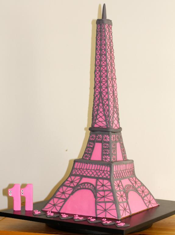 Drawn cake eiffel tower Light Cakes cake: Themed City