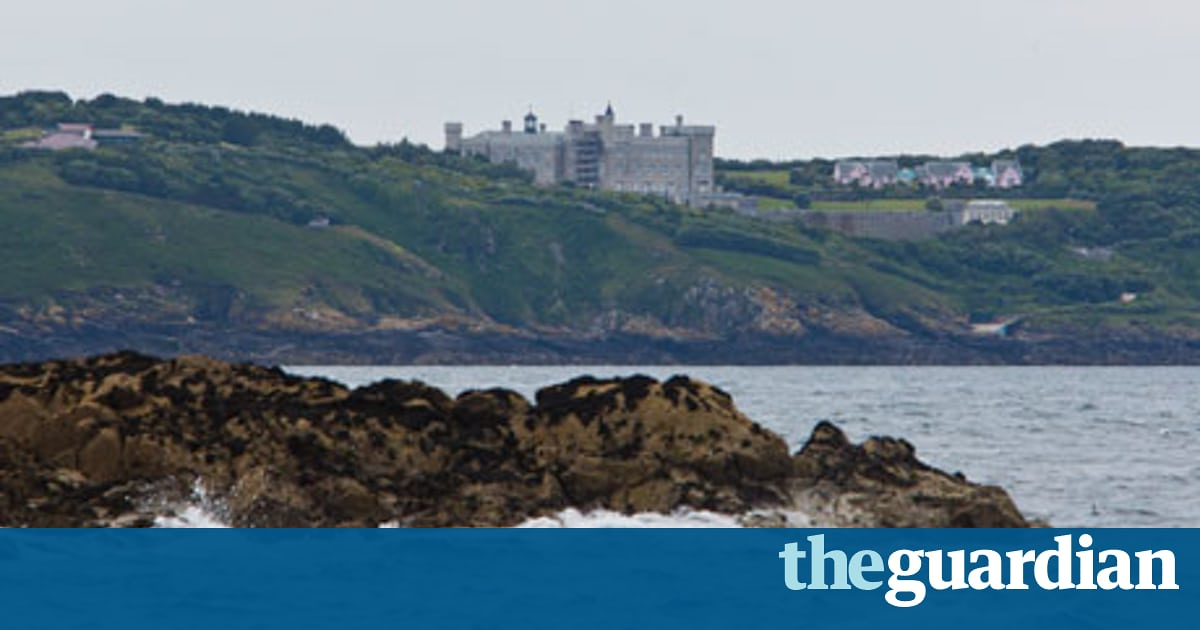 Drawn eiland brecqhou Barclays' UK news eyesore Barclays'
