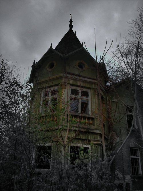 Drawn haunted house abandoned house Find HOUSES abandoned more Pinterest