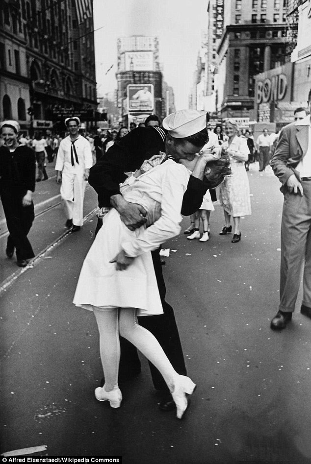 Drawn kisses ended the war Embrace couple Day kissing V