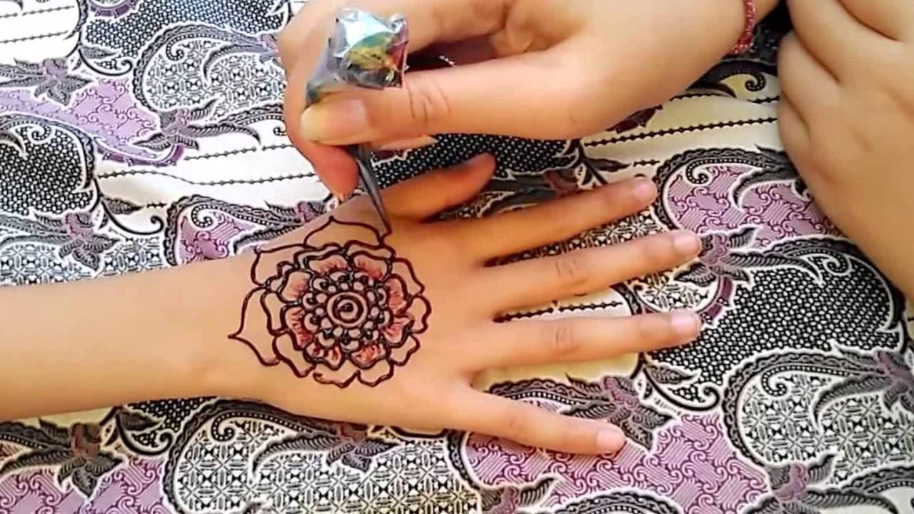Drawn mehndi big flower  Draw Henna Ana How