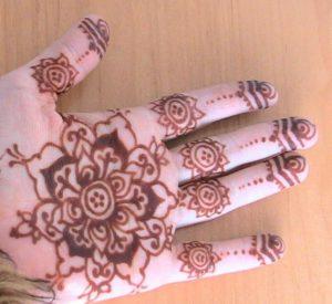 Drawn mehndi big flower You 10 Remedies Henna Henna