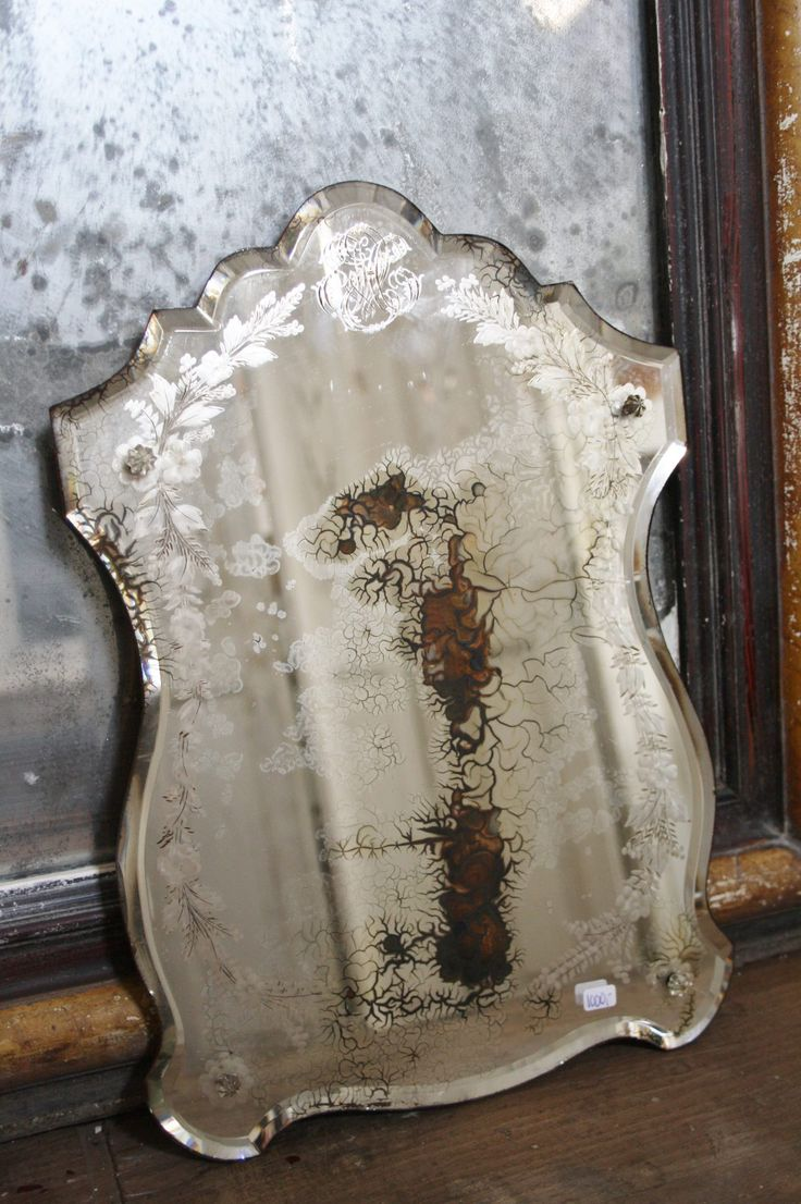 Drawn mirror 394 on Antique Find images