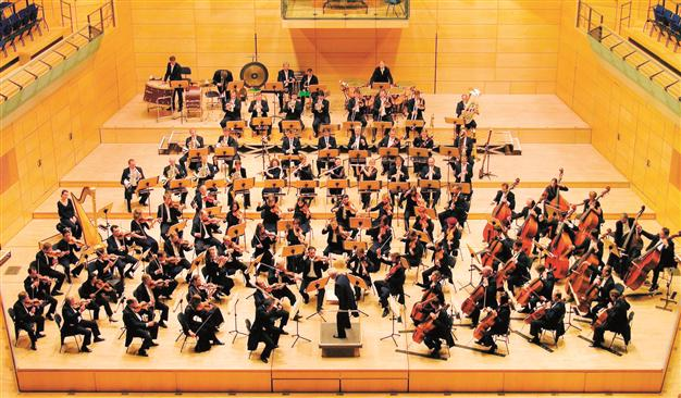 Drawn musical orchestra Plans confirm Barenboim Photo MUSIC