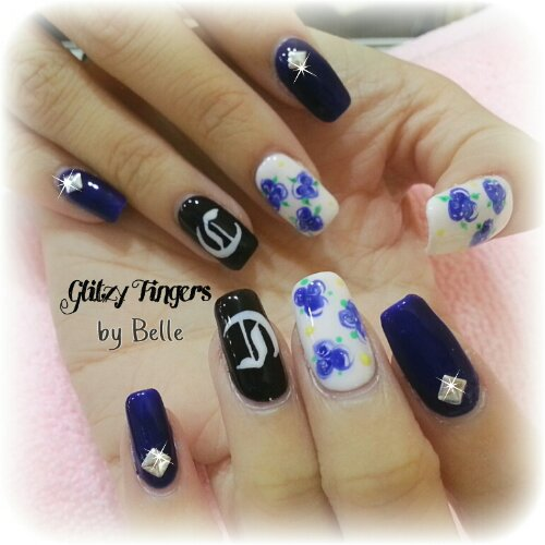 Drawn nail blue Page + Gel Fingers +