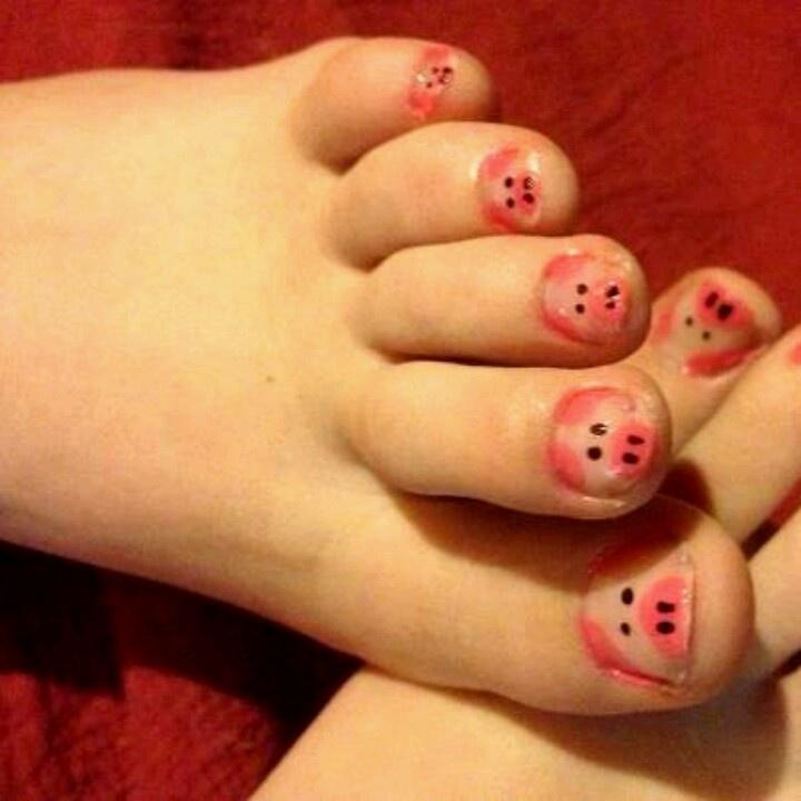 Drawn nail pig Toe toenails painted The nails