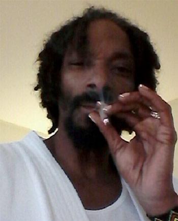 Drawn nail rapper « Khalifa Painting Snoop (Wiz