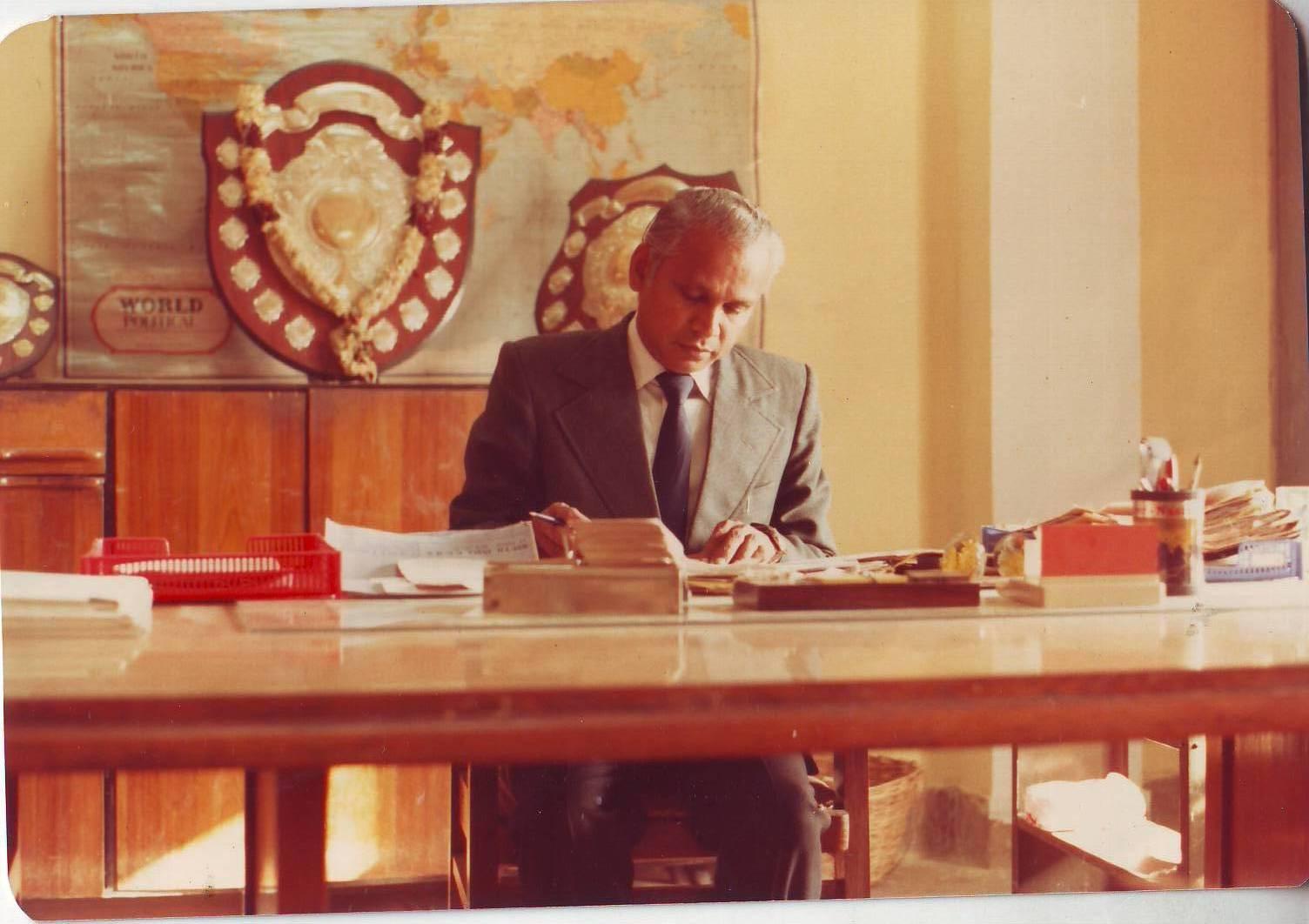 Drawn office school principal Principal Madrasi Natarajan Principal 1991