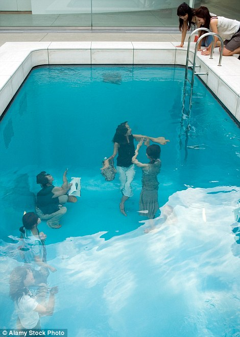 Drawn optical illusion swimming pool Argentinian The Swimming a illusion