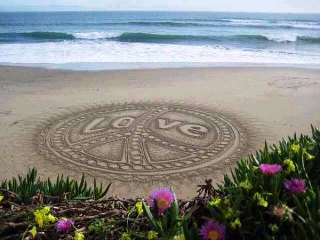 Drawn peace sign sand Sign sand beach Peace