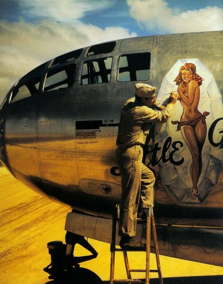 Drawn pin up  wwii aircraft On images on nose