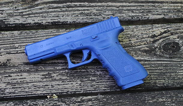 Drawn pistol glock 17 Taking child 17 gun blue