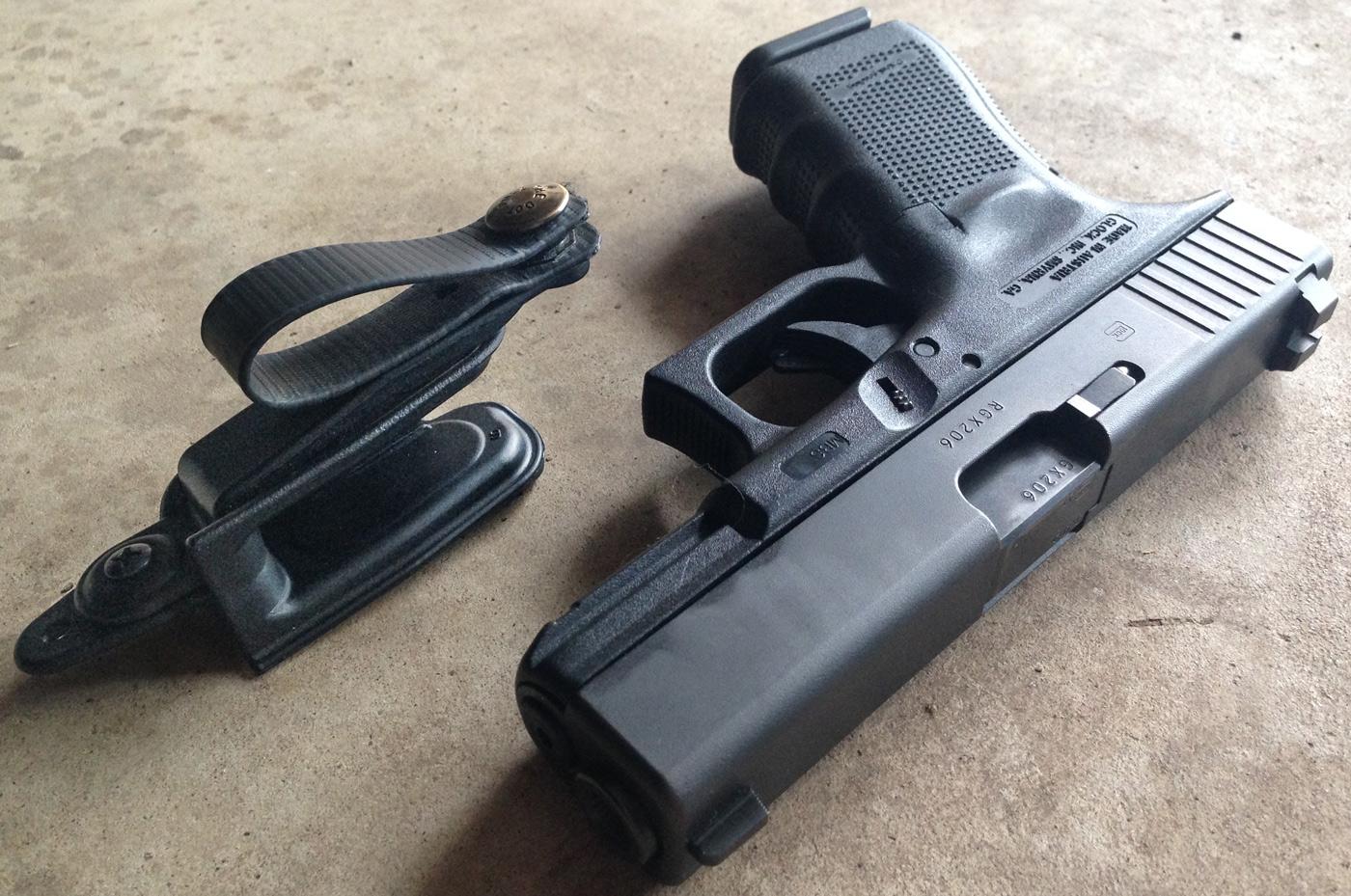 Drawn pistol glock 19 Raven 19 992 4 holser