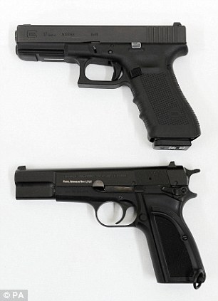 Drawn pistol standard Browning Army  and the