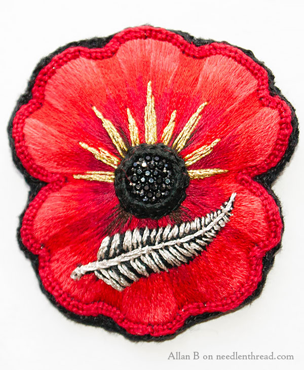 Drawn poppy detailed Embroidered Hand Poppy com Hand