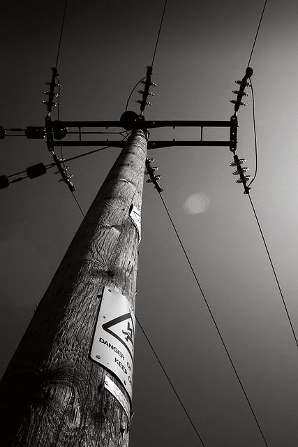 Drawn power line poste The Telegraph first telefone pole