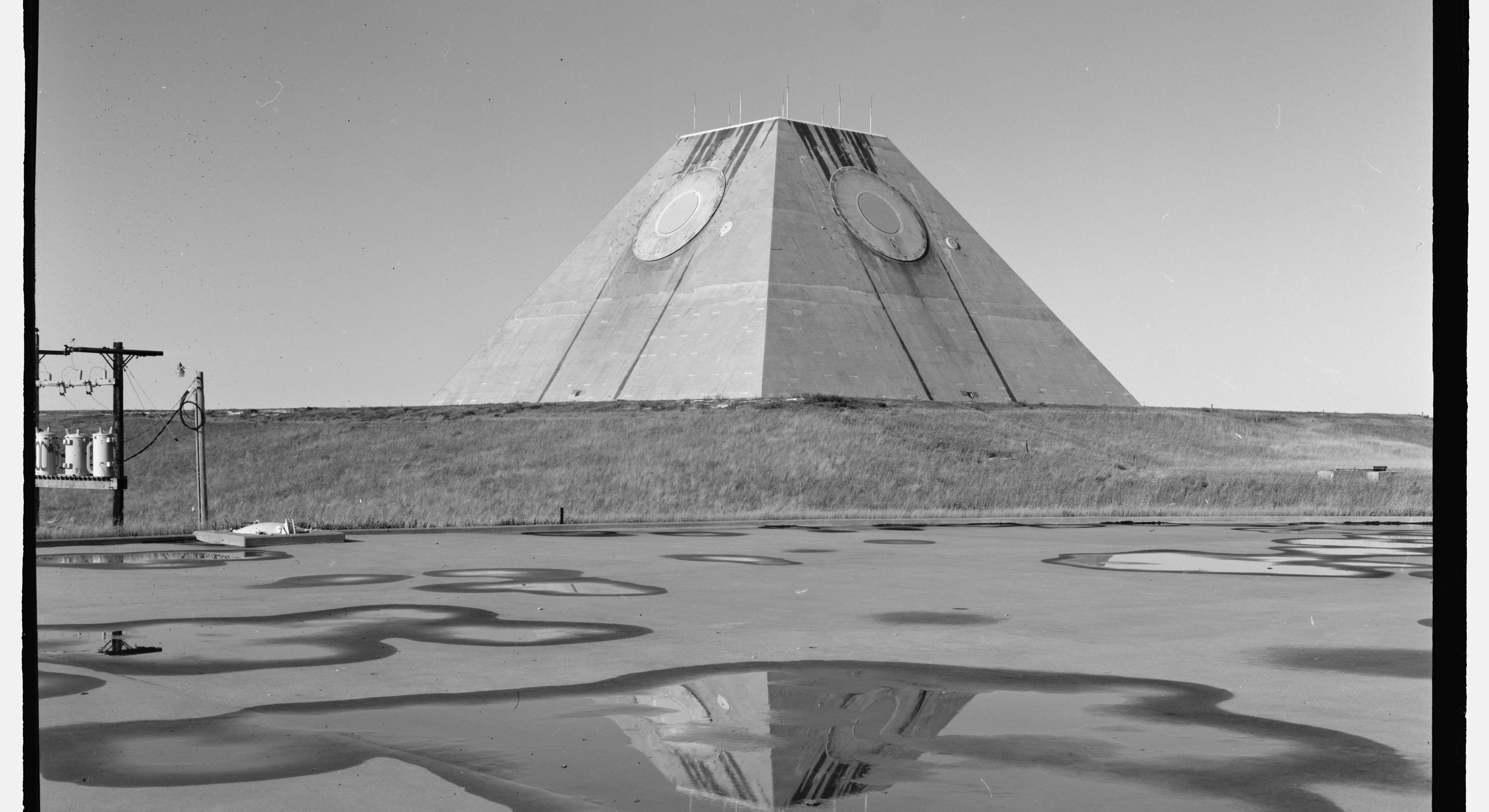 Drawn pyramid regular World Description at to the
