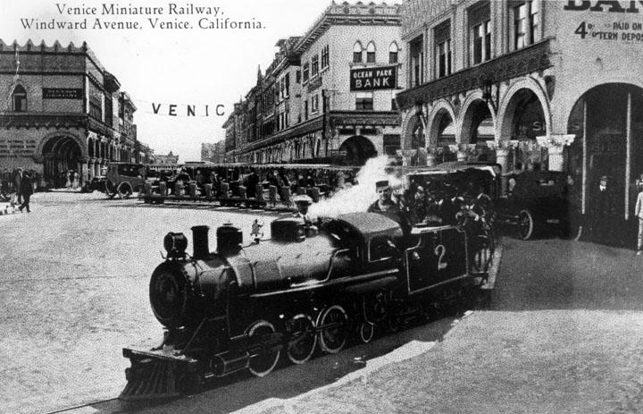 Drawn railroad beach The Venice passengers carry around