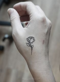 Drawn red rose tiny rose Arrow tattoo zoeken Rose rose