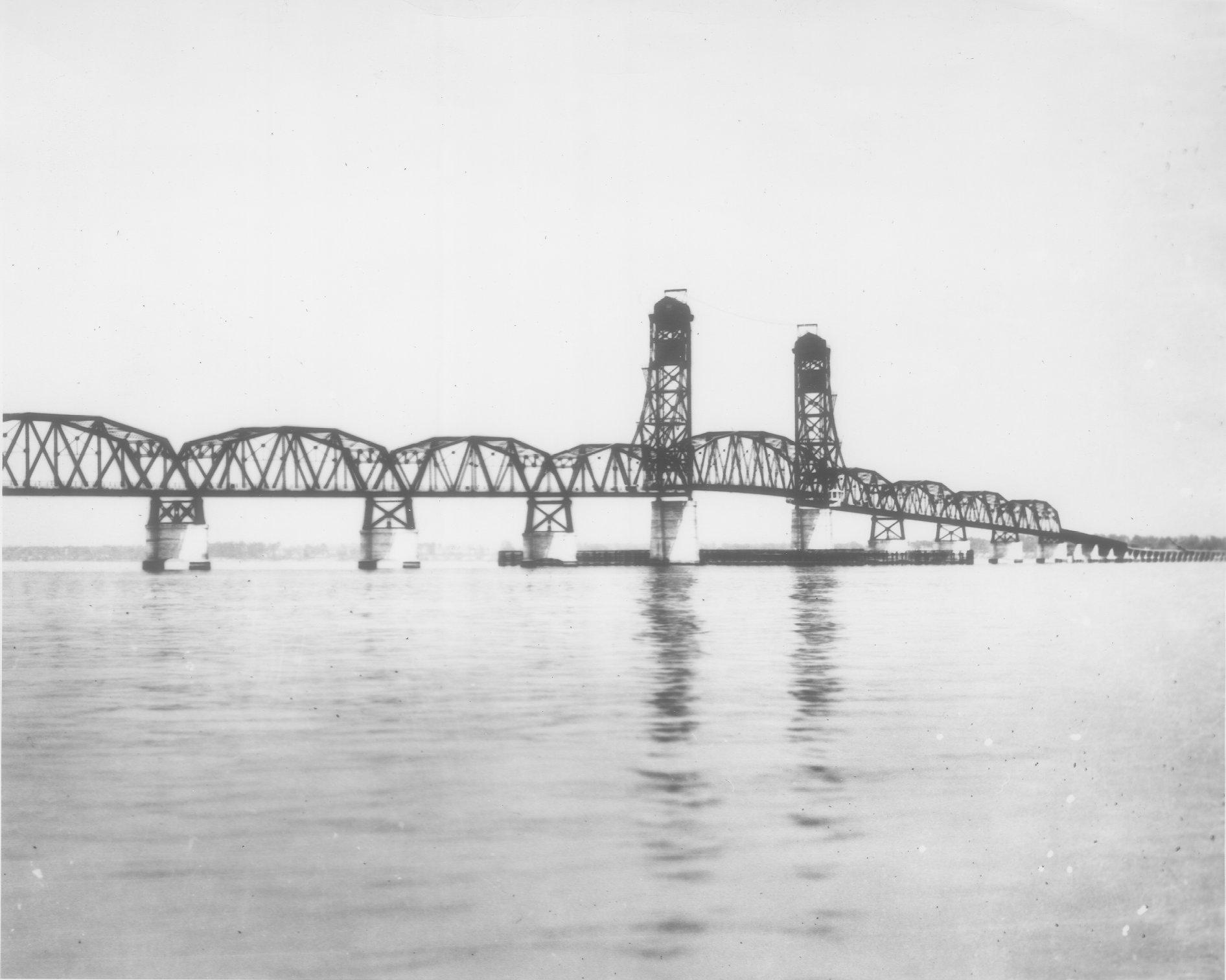 Drawn river bridge World's the 1928 Bridge on