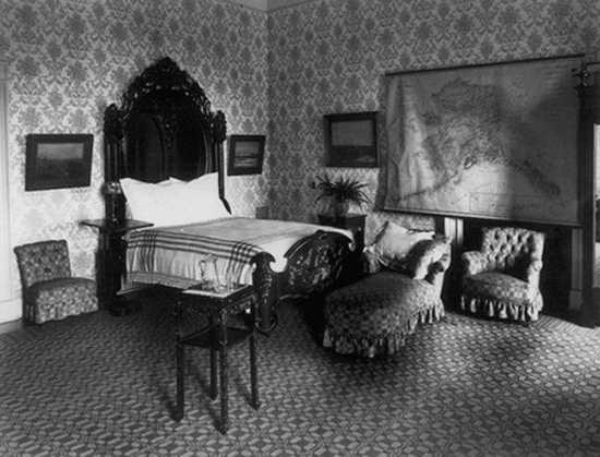 Drawn room haunted The Bedroom Listverse Top haunted