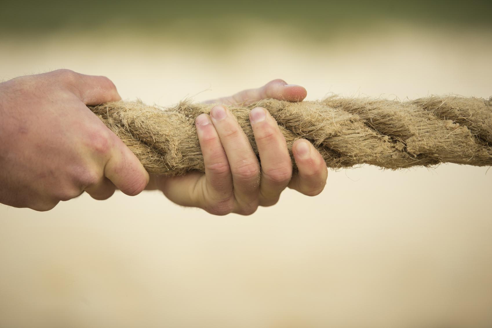 Drawn rope hand holding Media Ikon On Bank