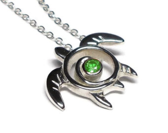Drawn sea turtle silver dollar Garnet Garnet Pedant necklace Tsavorite