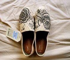 Drawn shoe henna Via draw natural Painted design