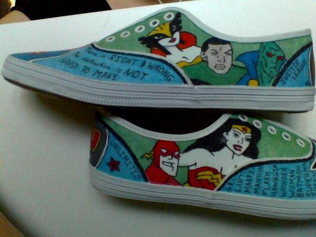 Drawn shoe justice league Drawn Shoes Justice BatmanWonderWoman com