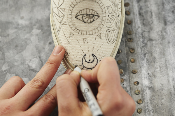 Drawn shoe sharpie DIY: Outfitters Eagle Sharpie Sharpie