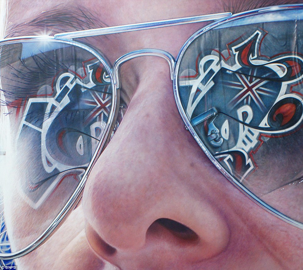 Drawn spectacles mirror reflection Simon's hyper as realistic the