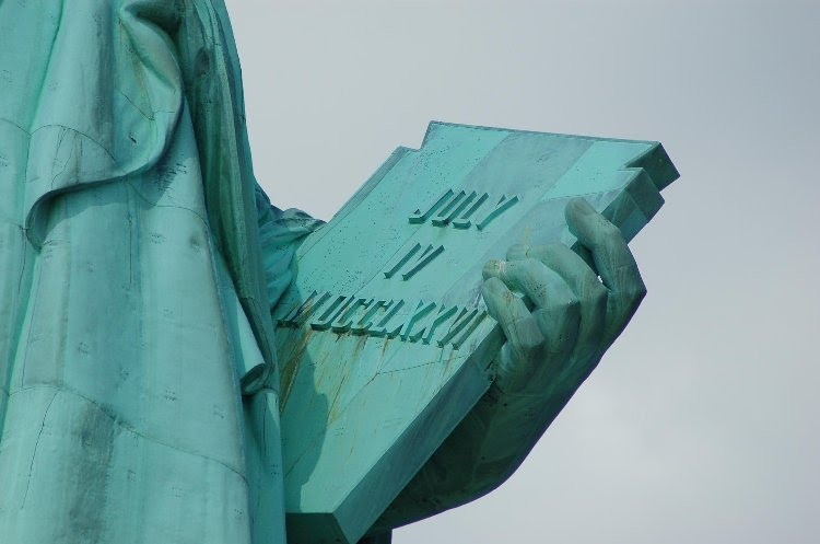 Drawn statue of liberty tablet Statue tablet The chains Statue