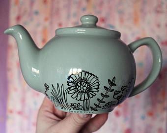 Drawn teapot porcelain Drawn teapot small Hand light