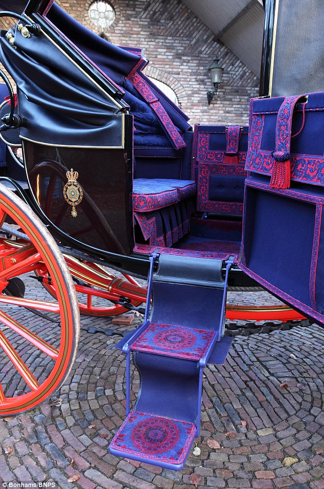Drawn trolley purple horse Horse is drawn carriages Collection