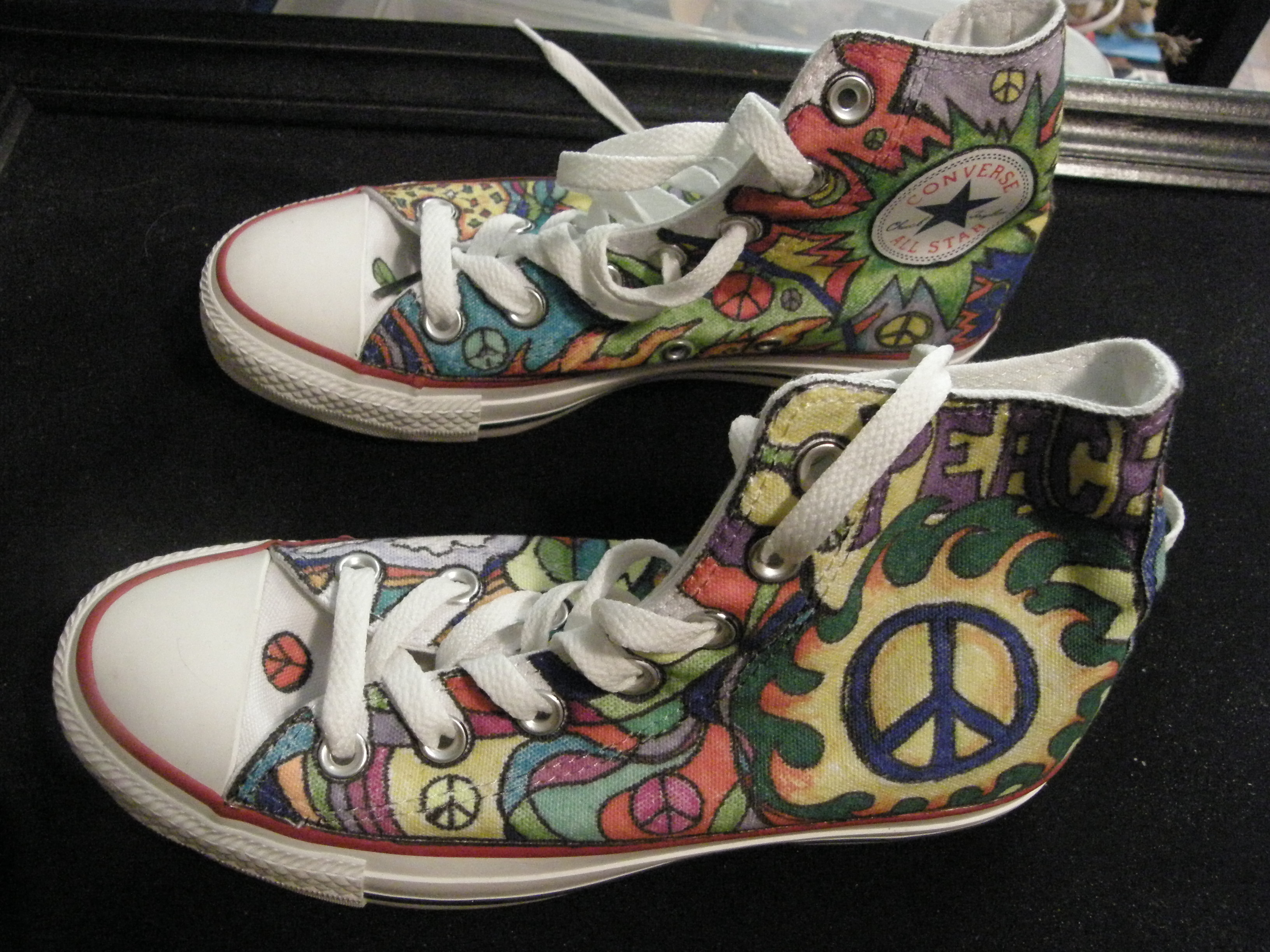 Drawn shoe van KIND A SIGN TOPS~HAND CONVERSE
